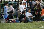 試合を見守る土佐コーチと長谷川コーチ